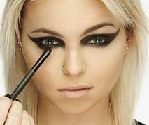 Krok po kroku, czyli sylwestrowy makijaż od Make Up Store Polska