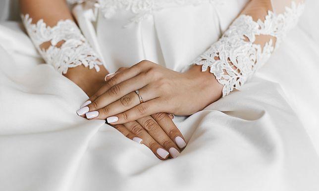 Paznokcie ślubne 2021 są intrygujące.