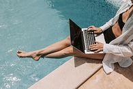 Nie korzystaj z publicznych sieci Wi-Fi. To jedna z zasad bezpieczeństwa na wakacjach - Na wakacjach należy pamiętać o cyberbezpieczeństwie