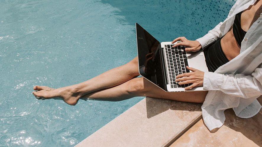 Na wakacjach należy pamiętać o cyberbezpieczeństwie