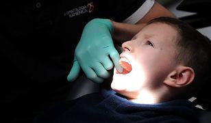 Dentystka - stewardesa na pokładzie