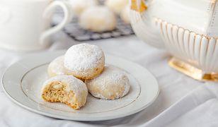 Eleganckie i pyszne ciasteczka z dodatkiem włoskich orzechów