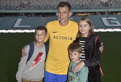Jarosław Bieniuk zabrał dzieci i ukochaną na wakacje. Pokazali wspólne zdjęcie