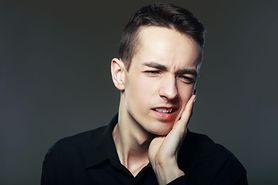 Zapalenie dziąseł – przyczyny, objawy, leczenie i zapobieganie