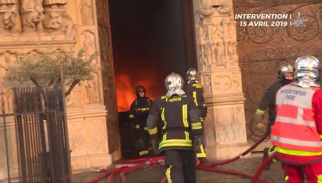 Katedra Notre Dame. Dramatyczna akcja ratowania katedry. Straż pożarna pokazała film