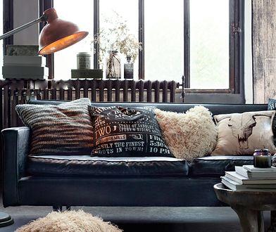 Wśród dekoracyjnych poduszek szukajmy weluru lub bawełny o grubym splocie