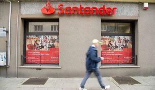 Santander z okazji otwarcia nowej placówki w całej Warszawie rozdaje kawę za darmo.
