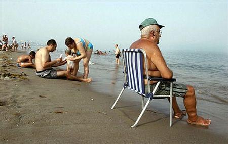 Dlaczego młodym się opłaca, gdy starzy pracują