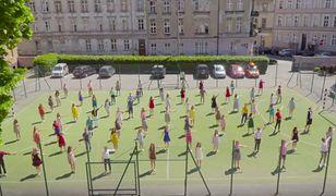 """Licealiści promują szkołę tańcząc jak Gosling i Stone. """"La La Land"""" w poznańskim wydaniu"""