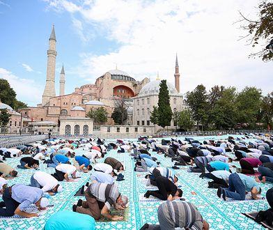 Koronawirus. Turcja. 350 tys. osób na pierwszej modlitwie w Hagii Sophii. Ekspert  wprost: trzy tysiące zakażonych