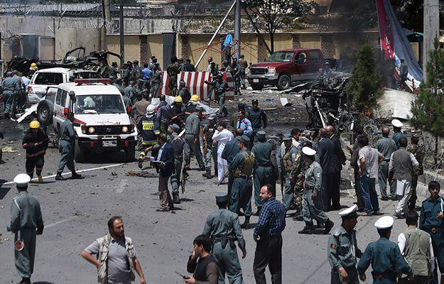W pobliżu terminala eksplodowały dwa samochody-pułapki