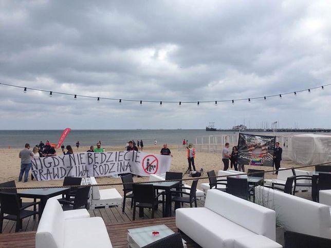 Protest narodowców przed lokalem Radomira Szumełdy