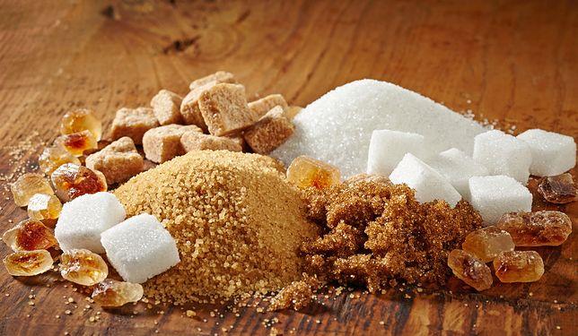 Planując zakup cukru brązowego, przeczytajmy informacje zamieszczone na etykiecie