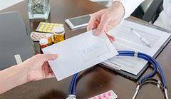 Polacy płacą za badania laboratoryjne, mimo że są one refundowane