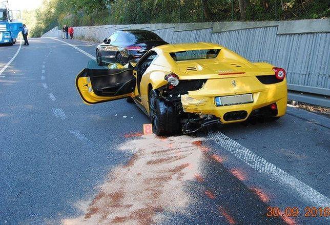 Ferrari, które zostało rozbite w wypadku na Słowacji