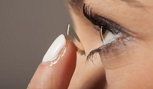 Pierwsze na świecie soczewki kontaktowe, które automatycznie się przyciemniają