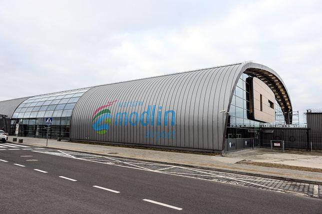 Lotnisko Warszawa-Modlin (WMI). Jak dostać się do centrum miasta?