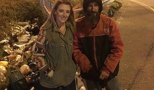Bezdomny pomógł dziewczynie. Teraz ona postanowiła odmienić jego życie