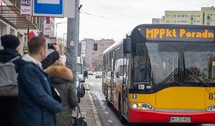 Warszawa. Mobilny Punkt Poradnictwa na ulicach stolicy