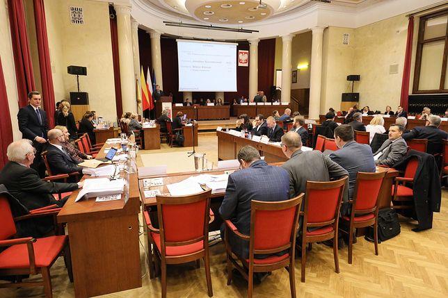 Warszawa. Radni przedłużyli program refundacji in vitro do 2022 r.