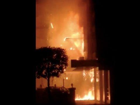 Makabryczne nagrania. Ogień szalał w hotelu dla osób z koronawirusem. Są ofiary