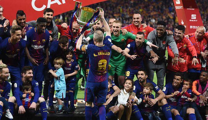 cd659853c Wyjątkowe pożegnanie Andresa Iniesty. Specjalna mozaika na Camp Nou ...