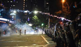 Policja w Charlotte: 9 rannych, 44 zatrzymanych po zamieszkach związanych z zastrzeleniem czarnoskórego Keitha Lamonta Scotta