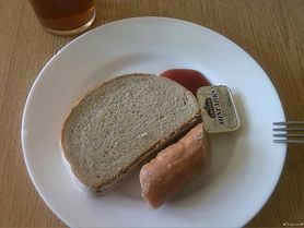 Dałam życie, umrę z głodu – jak polskie szpitale karmią młode mamy?