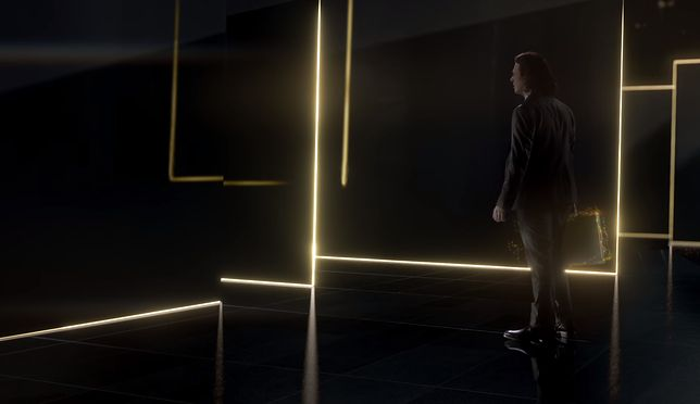 """Neeson przywędrował do nas z przyszłości, aby pokazać """"wyświetlacze jutra"""" - Super Bowl"""