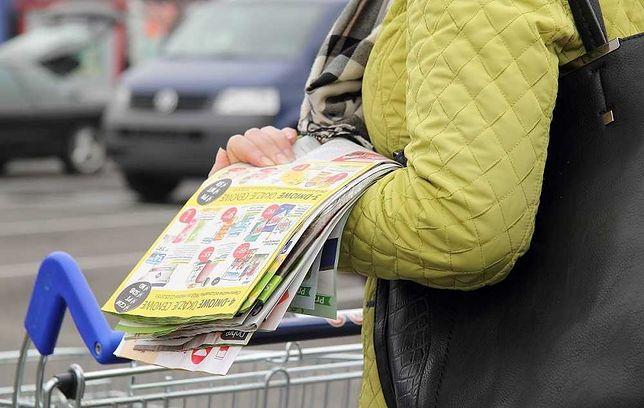 Eksperci ostrzegają: Gazetki w sklepach stanowią potencjalne zagrożenie koronawirusem