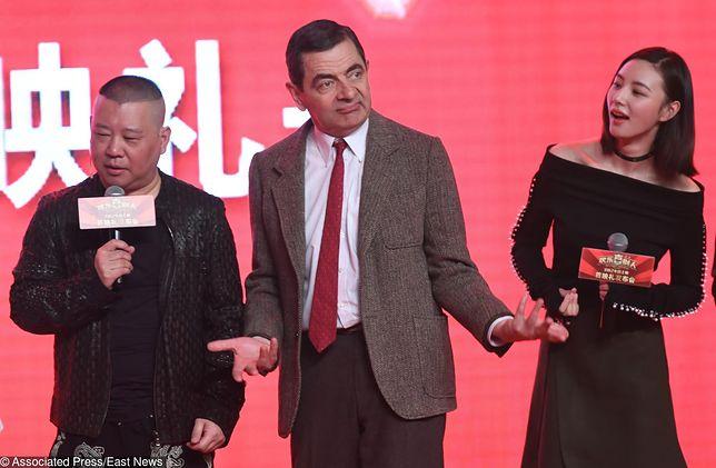 """Chiński komik Guo Degang i Rowan Atkinson podczas uroczystej premiery filmu """"Top Funny Comedian"""""""