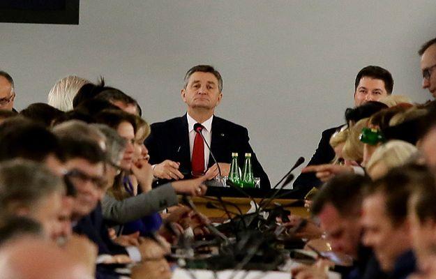 Marszałek Sejmu Marek Kuchciński po zakończeniu głosowań w trakcie przeniesionego do Sali Kolumnowej posiedzenia Sejmu