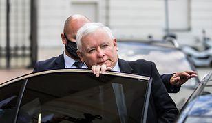 Jarosław Kaczyński szachuje opozycję