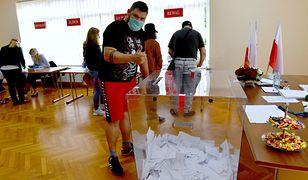 Wybory prezydenckie 2020 - II tura. Jak wynika z exit poll Andrzej Duda zdobył 50,4 proc. głosów, a Rafał Trzaskowski - 49, 6 proc.