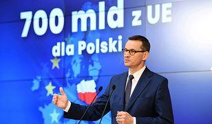 Premier Mateusz Morawiecki na konferencji prasowej w czerwcu br. informuje o unijnych miliardach euro dla Polski.