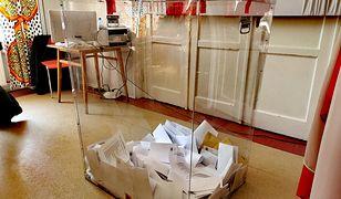 Lista lokali wyborczych jest umieszczana na osiedlowych tablicach ogłoszeń, a w przypadku bloków - również na drzwiach klatek schodowych.