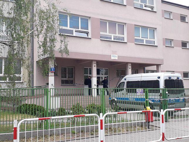 Warszawa. Wawer. Tragedia rozegrała się na korytarzu szkoły podstawowej nr 195