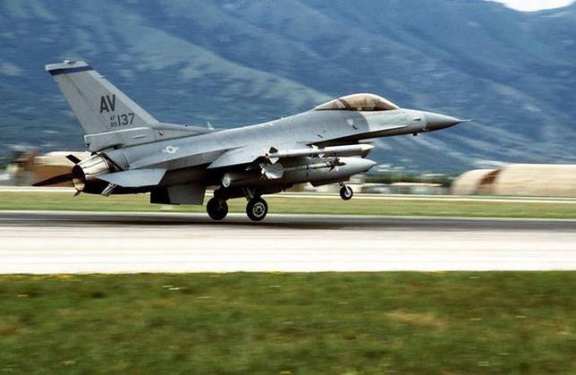 Amerykański F-16 działający w ramach NATO