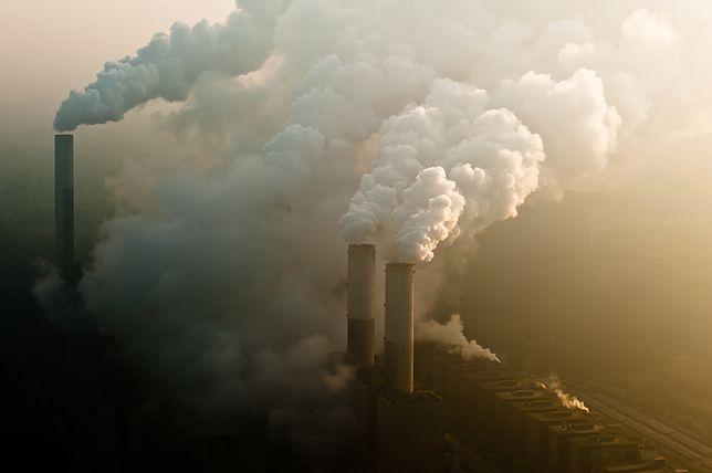 Emisja dwutlenku węgla wpływa dramatycznie na zmiany klimatyczne