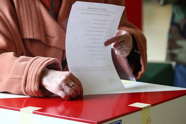 Koronawirus w Polsce. PiS przełożył wybory. Na razie lokalne
