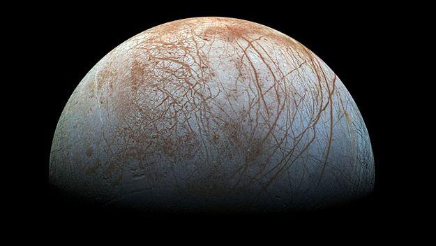 NASA: na Europie zaobserwowano gejzery pary wodnej