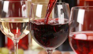 Za kilkanaście złotych w dyskontach można kupić dobrze wino.