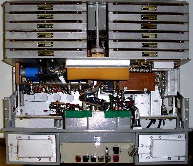 Wnętrze urządzenia DUDEK, model T-353 (źródło: http://scz.bplaced.net)