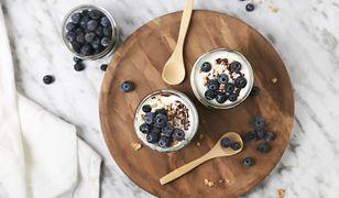 Jogurt – domowy czy ze sklepu? Sprawdzamy, jak wybrać najzdrowszy produkt