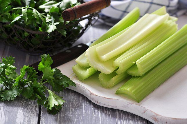 Seler naciowy może być spożywany w sosach, przecierach, zupach czy też na surowo jako element sałatki lub chrupiąca przekąska. Przepisy z selerem naciowym