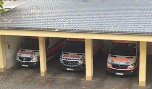 Na zdjęciu 3 z 5 ambulansów systemowych stacjonujących w bazie Wojewódzkiej Stacji Pogotowia Ratunkowego przy ul. Chrobrego 2 w Zielonej Górze.