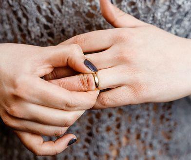 """O """"rozwodzie kościelnym"""" powiedział jej ksiądz. Takich spraw jest w Polsce coraz więcej"""