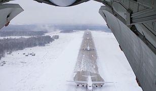 Rosja. Masowy start maszyn AN-124. To jedne z największych samolotów na świecie [Zdjęcia]