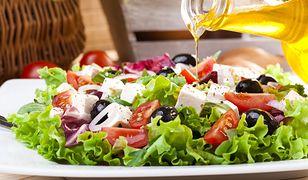 Kiedy sałatka przestaje być zdrowa? Uważaj na dodatki