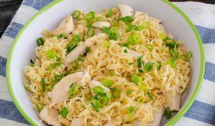 Sałatka z zupek chińskich. Ze stołu zniknie raz dwa